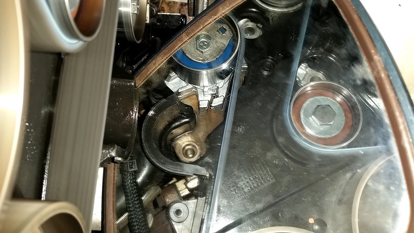 And Here S A Shot With The Engine At Rest You Can See How Tabs Align After Has Turned Spring Is Right There In Gap